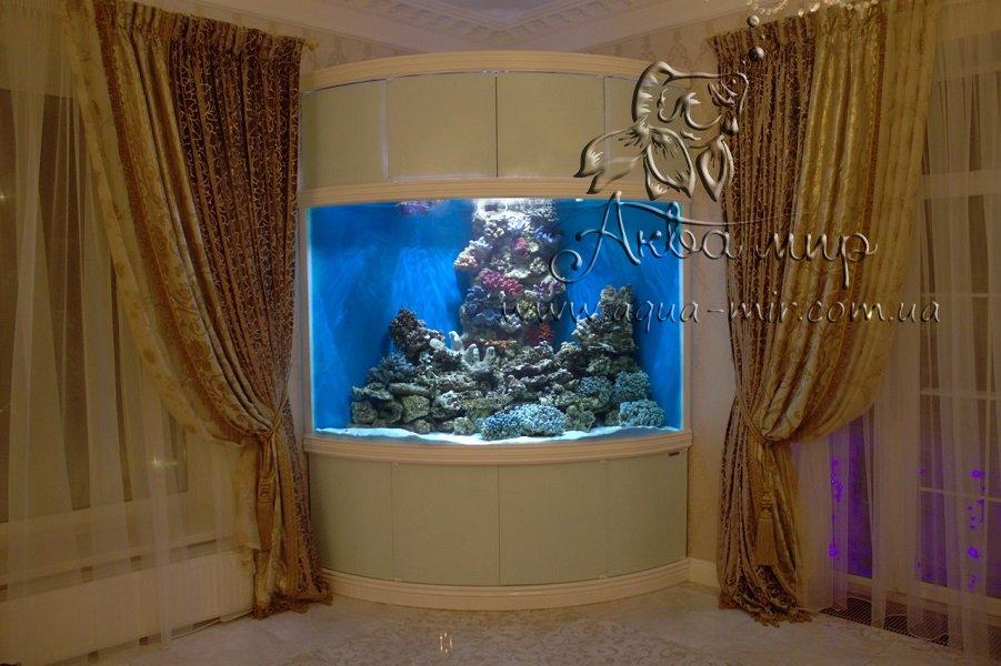Угловой морской аквариум на 1500 литров